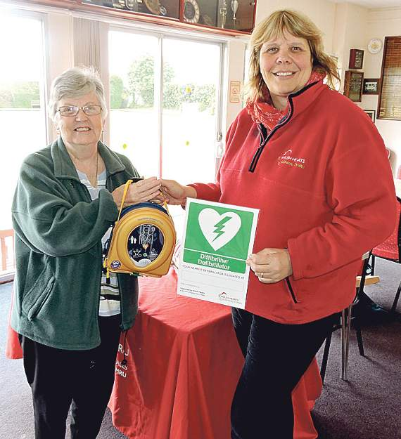 Welsh Hearts and local bowls club liaise to provide defibrillator